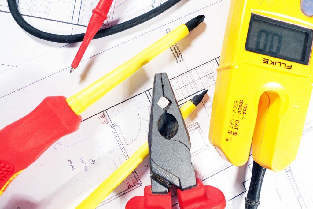 Certificaciones y Proyectos eléctricos